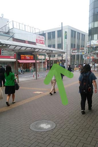 パンの田島さんと三井住友銀行さんのある交差点に進んでいきます。